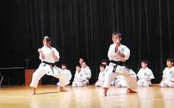 晴城会 形演武(幼児 空手 形 ニーパイポ)