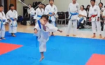 空手運動会 飛び蹴りボールハイキック2(晴城会 城東区)
