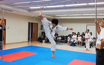 空手運動会 飛び蹴りボールハイキック4(晴城会 城東区)